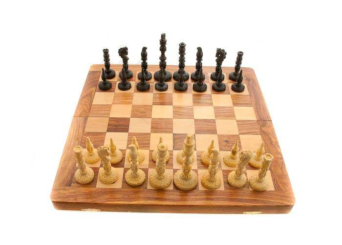 echiquier jeu d 39 echecs en bois 40 x40 cm fait main. Black Bedroom Furniture Sets. Home Design Ideas