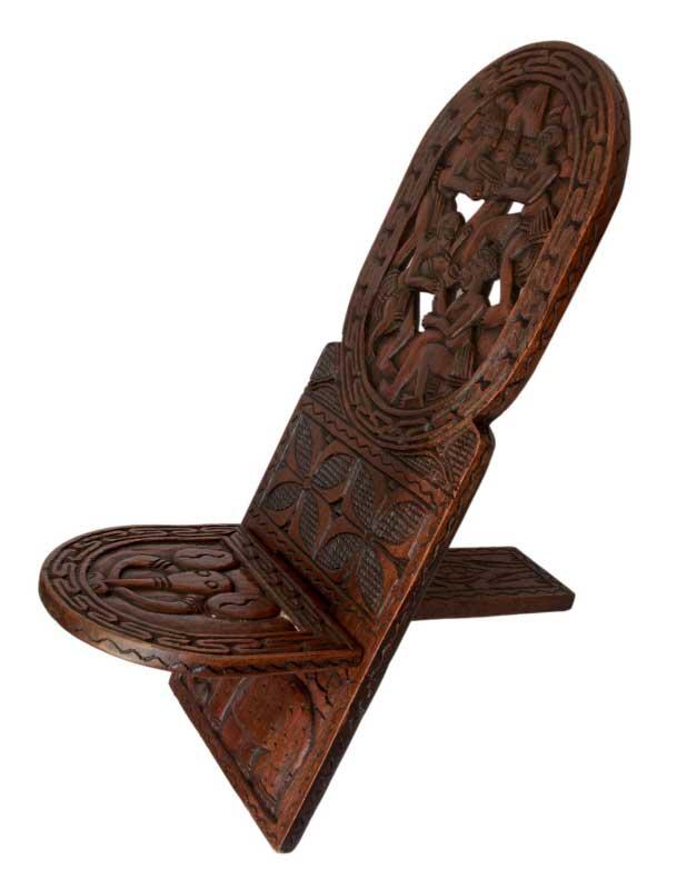 chaise africaine sculptee