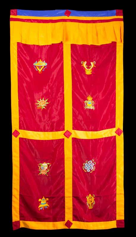 tenture de porte tibetaine rouge broderie symboles auspicieux 179x95cm 499 c4. Black Bedroom Furniture Sets. Home Design Ideas