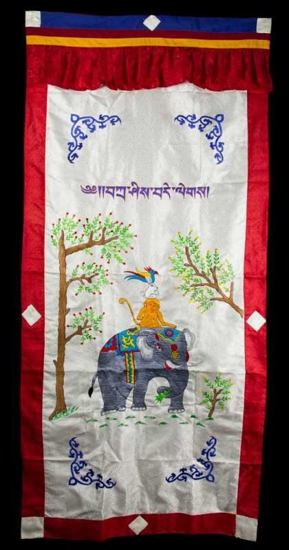 tenture de porte tibetaine 4 fr res harmonieux tissu brocart brod 189cm 25718. Black Bedroom Furniture Sets. Home Design Ideas