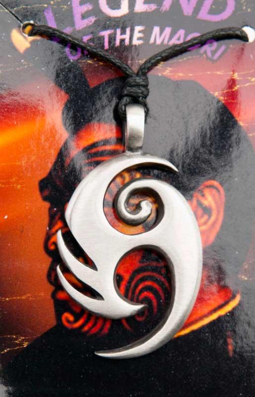 Maori Symbole Tribal Collier Pendentif En Etain